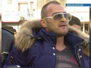 Un interlop din Baia Mare ii scuipa pe politisti. 61221253