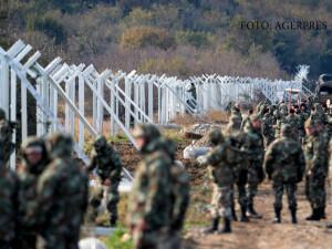soldati Macedonia inalta un gard la granita