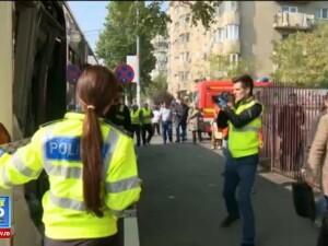 Un autobuz a fost lovit de un tramvai, in Capitala. Zece persoane au fost ranite