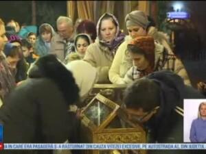 Mii de credinciosi s-au inchinat la moastele Sfantului Stefan, aduse pentru prima data in tara: