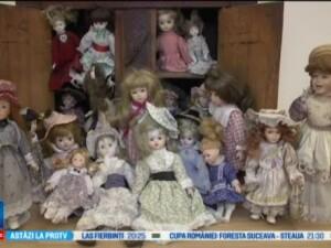 1.000 de papusi de portelan, expuse la Muzeul de Istorie din Targoviste. Avem nevoie sa credem in povesti