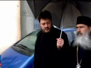 Vin de la Nazarcea, cumparat la suprapret si vandut ca vin liturgic in biserici. Acuzatii grave la adresa IPS Teodosie