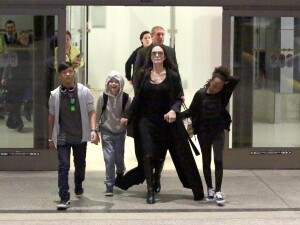 Angelina Jolie si copiii