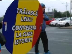 Sute de romani cu credite in franci elvetieni au protestat in Bucuresti. Ei cer adoptarea unei legi, blocata in Parlament