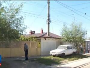 Cum a aparut un stalp de electricitate in mijlocul unei case. Imaginea surprinsa in Romania