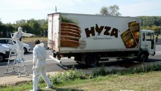 50 de imigranti au murit sufocati intr-un camion