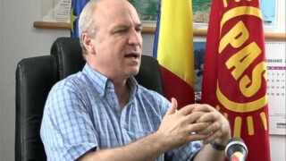 Constantin Rotaru cu steagul PAS