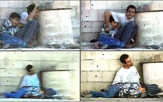 Tata palestinian aparandu-si copilul