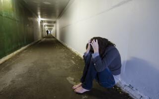 femei violata - Shutterstock