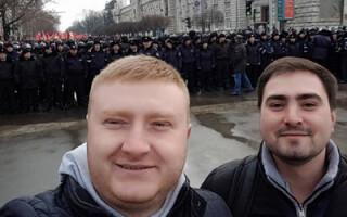 cover selfie proteste Chisinau