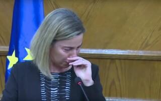 Federica Mogherini plange