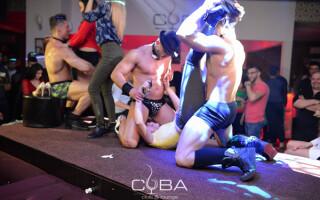 Show erotic in club Cuba