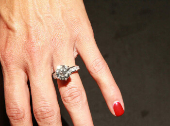 Primele imagini cu inelul de logodna al lui Nikki Bella! Este incredibil cati bani a putut sa dea John Cena pe el