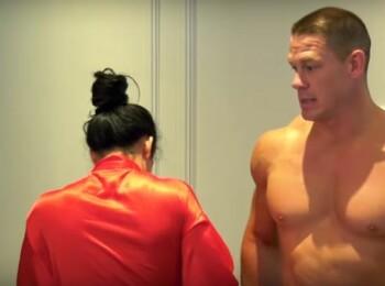 Nu cred ca este o idee buna! John Cena si Nikki Bella s-au dezbracat de toate hainele pe YouTube! Care e motivul