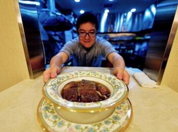 Cat costa o portie din cea mai scumpa supa din lume si ce gust are