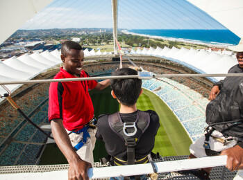Stadionul care ofera cea mai extrema senzatie posibila! Cum arata cel mai mare salt cu coarda din lume