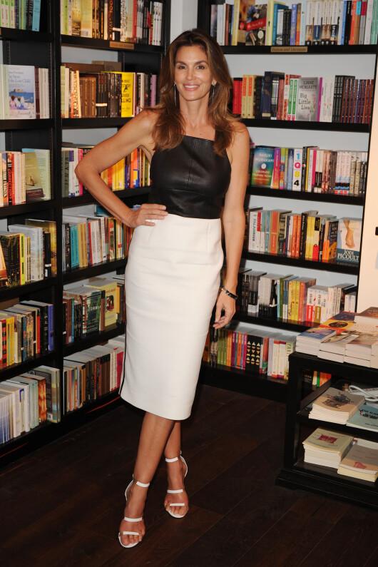 Cindy Crawford a anuntat ca se retrage din cariera de model. Cum arata la 50 de ani