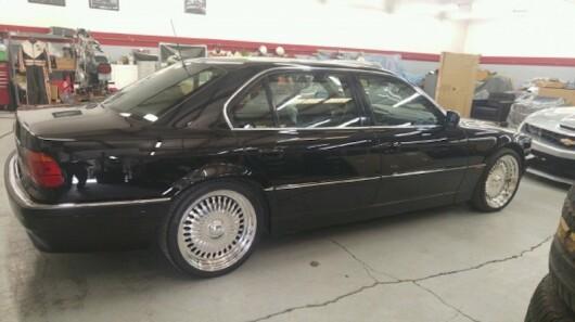 Masina in care Tupac a fost asasinat, scoasa la vanzare pentru o suma uriasa. Cat costa