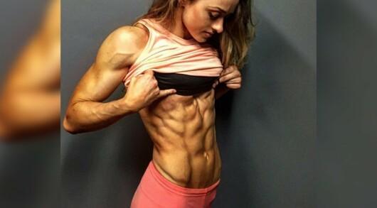 Cele mai sexy fete de pe Instagram si abdomenele lor