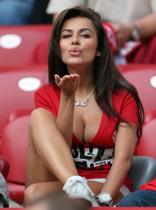 Cea mai sexy fana a lui Lewandowski s-a bucurat la golurile in poarta Romaniei. Cum arata