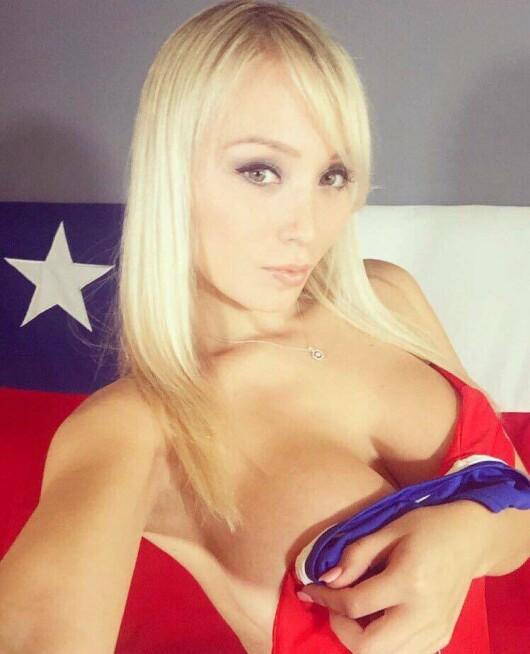 Cea mai sexy sustinatoare a statului Chile s-a tinut de cuvant! A ramas fara haine dupa victoria nationalei - 2