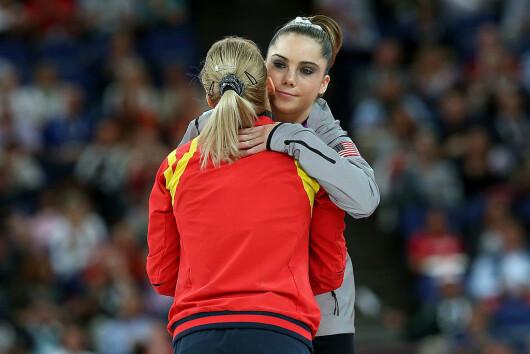 In 2012 era pe podiumul Jocurilor Olimpice, acum se remarca...altfel. McKayla Maroney face...ce vrea ea :) FOTO