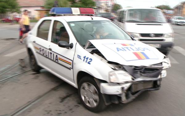 accident cu masina de politie
