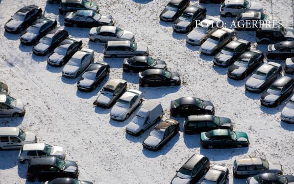 Masini intr-o parcare a orasului Galati