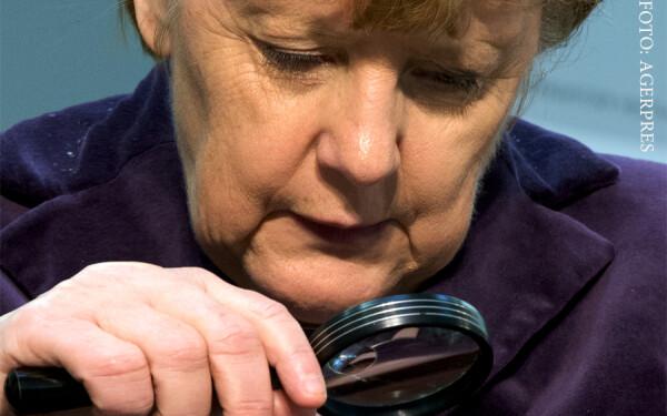 Angela Merkel privind printr-o lupa