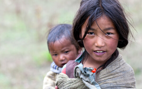 copii Nepal - Shutterstock