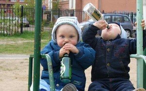 Nu mai dati copiilor sa bea! Ii nenorociti pe viata