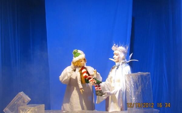 """""""Craiasa Zapezii"""" de Hans Christian Andersen, se joaca duminica pe scena Teatrului """"Puck"""" din Cluj-Napoca"""