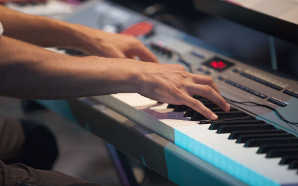Jazz in the Park iese in strada cu un program de sustinere si promovare a tinerilor artisti