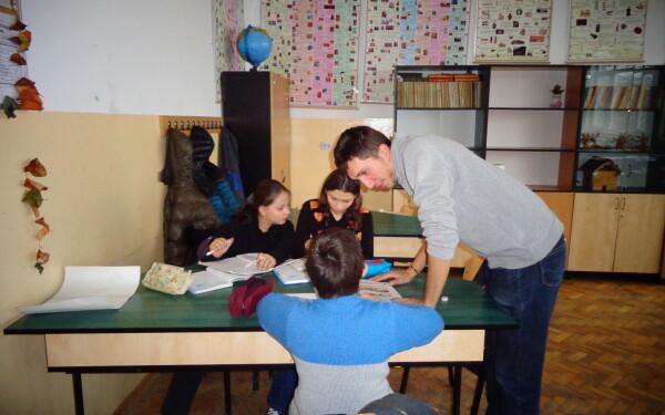 """Patru ambasadori si United Way Romania """"alearga"""" pentru educatia copiilor defavorizati la Maratonul International AROBS de la Cluj-Napoca"""