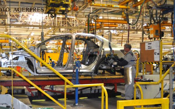 linie de asamblare Dacia la Mioveni FOTO AGERPRES