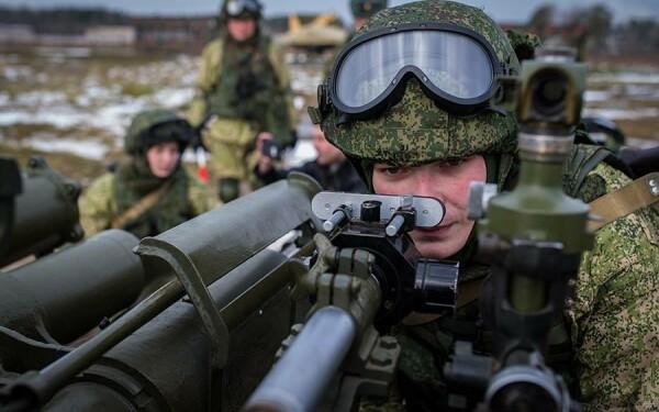 militari rusi pregatiti de tragere