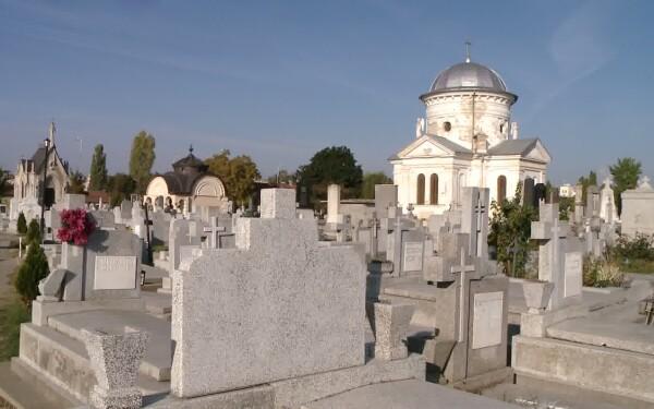 cavouri cu turnulete in cimitire
