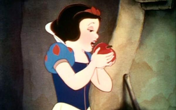 Toata copilaria ai fost mintit: imaginile cinice in care printesele Disney traiesc  60518580