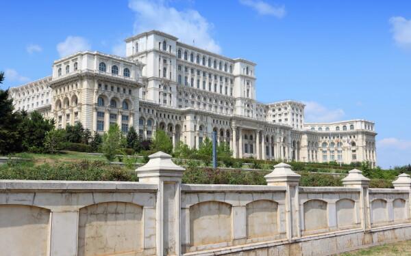 Palatul Parlamentului - SHUTTERSTOCK
