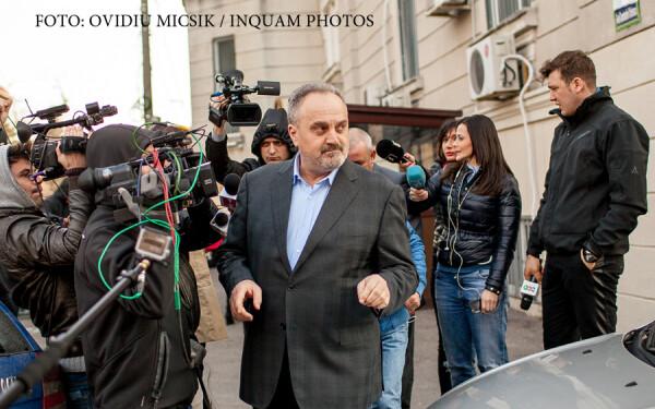 Gabriel Sandu pleaca de la sediul DNA dupa ce a fost audiat de procurori, in Bucuresti, luni, 16 martie 2015. Fostul ministru al Comunicatiilor Gabriel Sandu a venit la DNA pentru a da noi declaratii în dosarul