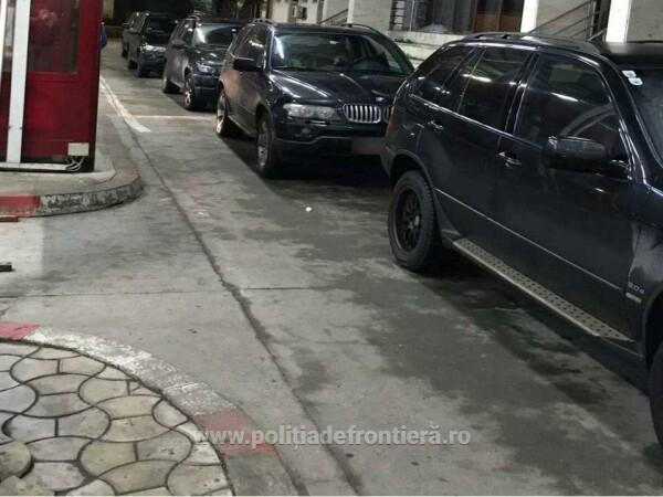 Trei BMW X5 cu numere false, descoperite la Sculeni