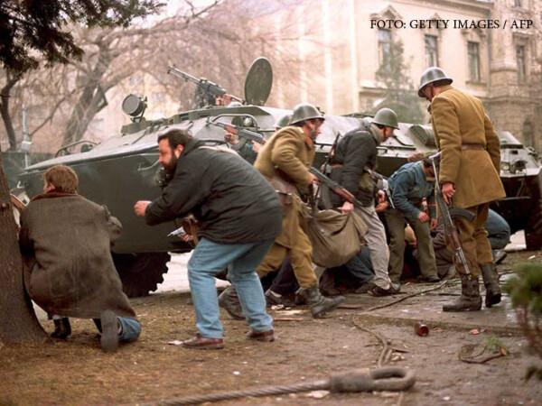 Revolutia din decembrie 1989, lupte in Piata Palatului, FOTO: Getty/AFP