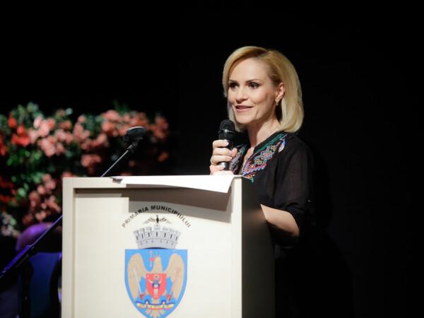 Primarul general al capitalei, Gabriela Firea, prezintă împreună cu primarii celor 6 sectoare ale Municipiului București un raport de activitate în primul an de mandat
