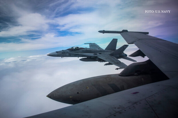 avioane F/A-18 Hornet de pe portavionul USS Vinson