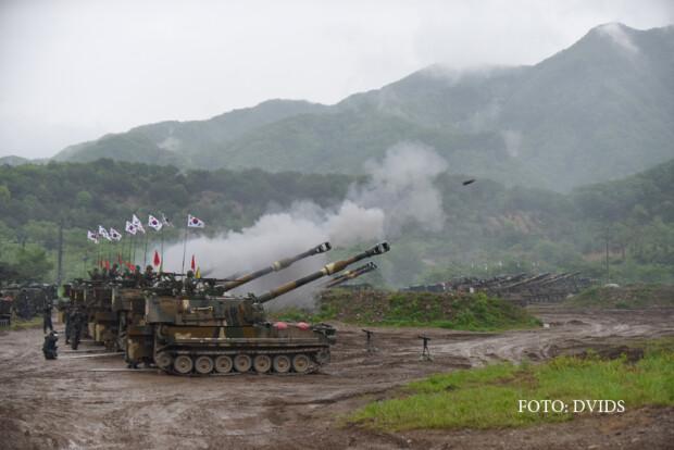 exercitiu militar american in Coreea de Sud, unitati de artilerie mecanizata