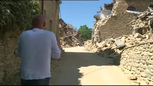 Sate din Amatrice distruse de cutremur