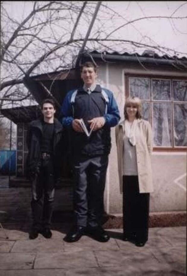 Украинец - самый высокий человек в мире (фото) .