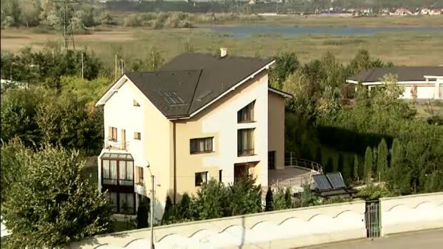 casa lui Dragos Benea, presedintele Cj Bacau