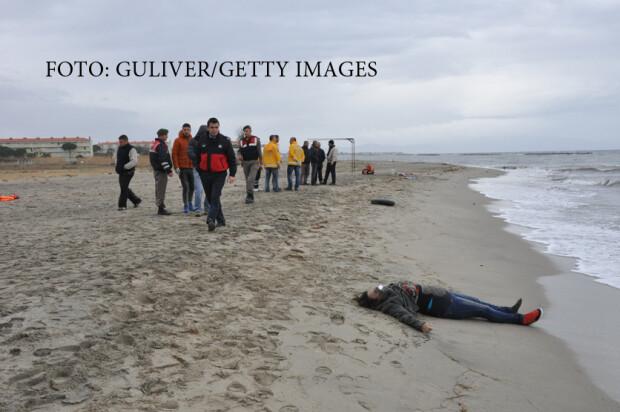 refugiati aruncati de valuri pe plajele Turciei