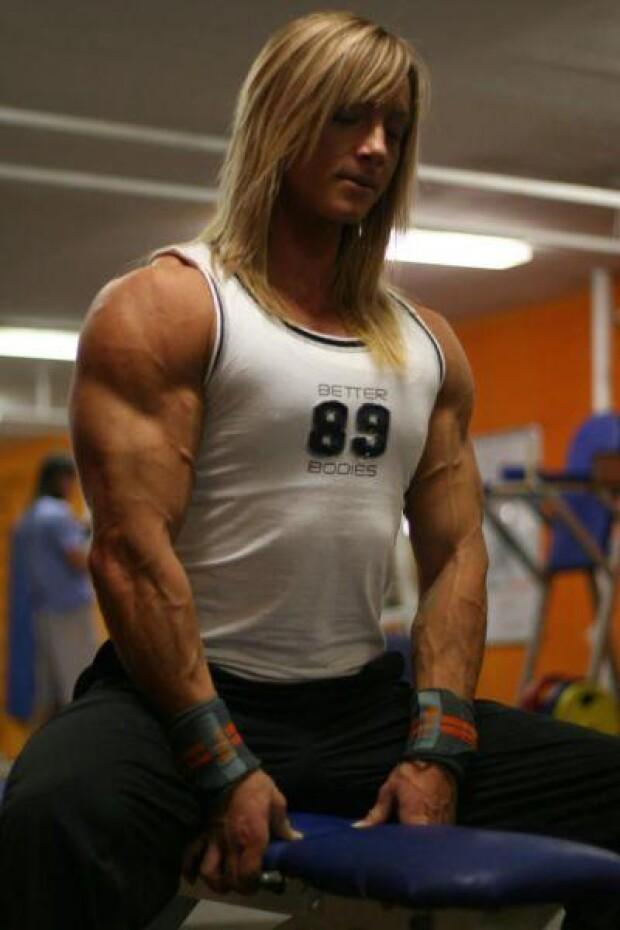 Женщина Терминатор с большими мышцами. 75-летняя женщина-бодибилдер